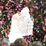 048 Obsypują nowożeńców ryżem i pierzem w Aguilas